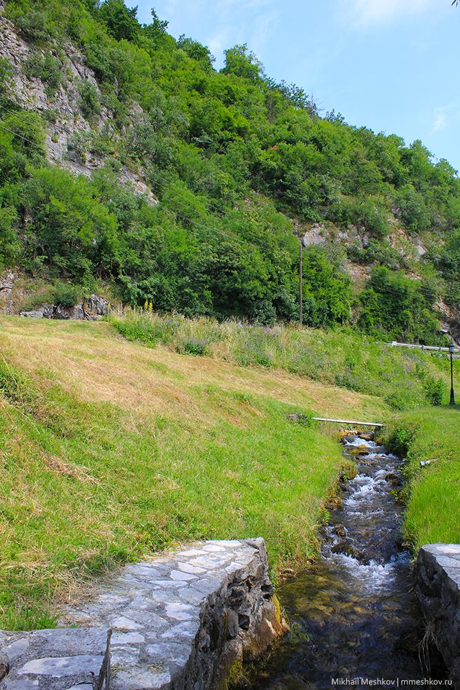 Монастырь Морача, Черногория, Колашин. Разведение форели