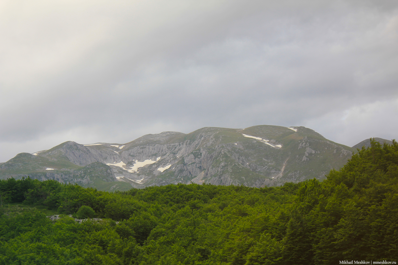 Снег в горах Черногории