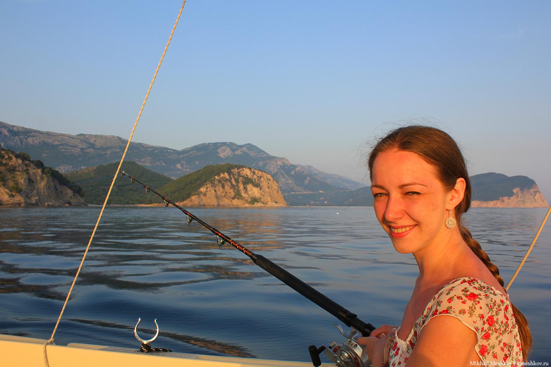 Натали рыбачит